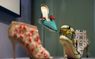 Выставка маноло бланик в эрмитаже: туфли по эскизам гения